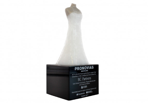 Model of a wedding dress on a mannequin mounted on a base given at the close of an acquisition of a bridal shop brand.