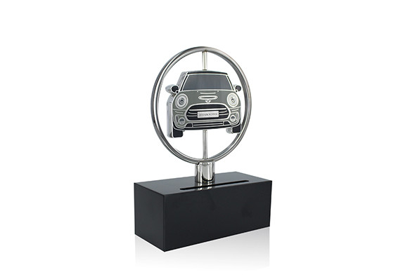 Spinning custom award designed in the image of the MINI Clubman model. The vehicle 'medallion,' finished with high-end enamel, is two-sided and can be turned to reveal a likeness of the rear end of Clubman on the reverse.